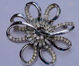 A 1950's Signed Jewelcraft Rhinestone Crystal Flower Brooch Pin - $45.55