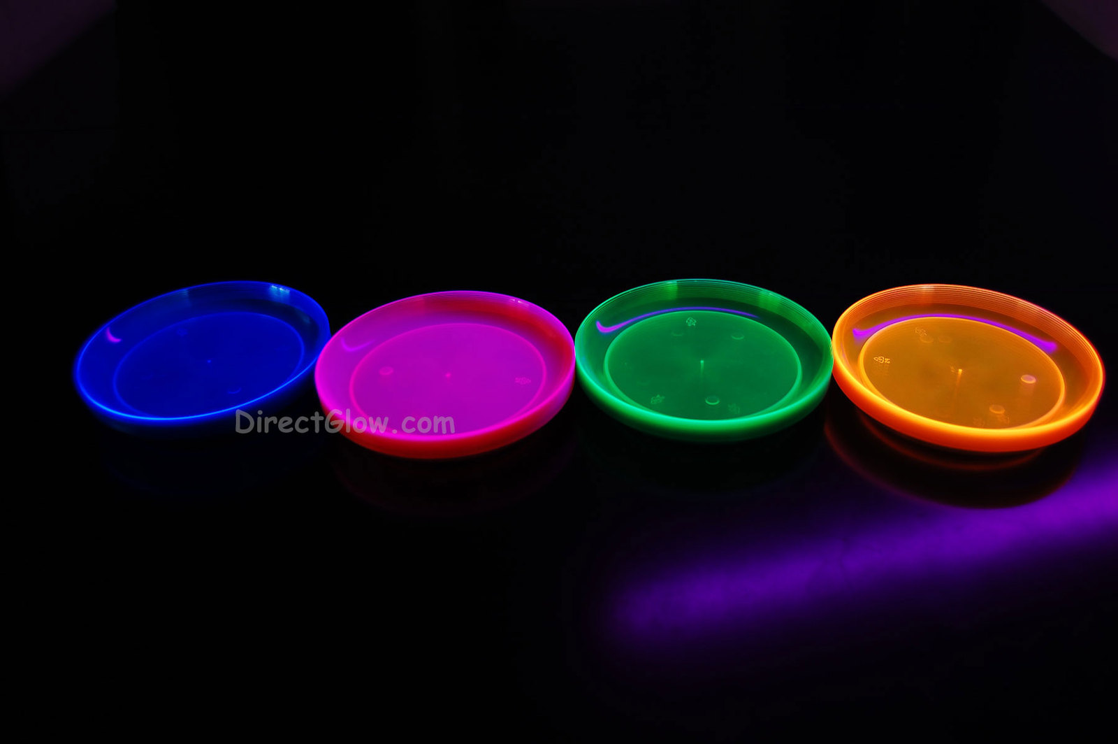 Blacklight Reactive 6 Inch 40ct Plastic Party Plates + FREE Blacklight Balloons