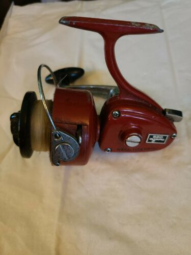 Vintage Olympic 520 Ambidextrous spinning reel. Japan