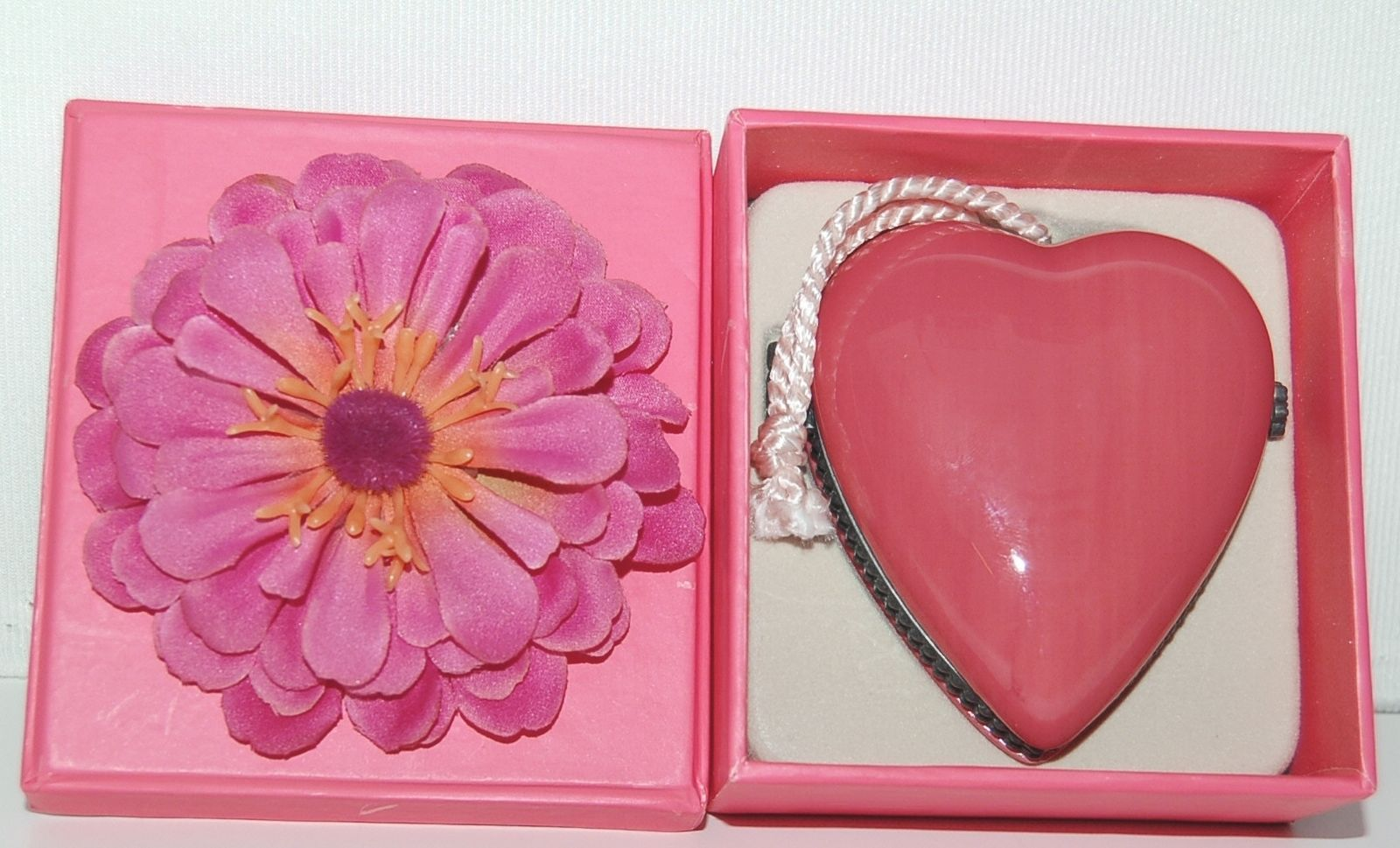 Hallmark 1NPA1246 Signature Picture Pocket Locket Keepsake Brink Pink