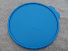 """Tupperware 2516 Toucan Blue Lid Only Double Tab Great Shape 8"""" Inch Wide - $15.99"""