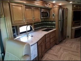 This 2019 Holiday Rambler Navigator FOR SALE IN Ankeny, IA 50023 image 4