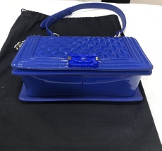 AUTHENTIC CHANEL BLuE PATENT QUILTED LEATHER PLEXIGLASS MEDIUM BOY FLAP BAG SHW image 7