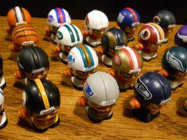 NFL FOOTBALL QUARTERBACKS TEENYMATES FIGURES SERIES 1 -  PICK YOUR FOOTBALL TEAM image 3