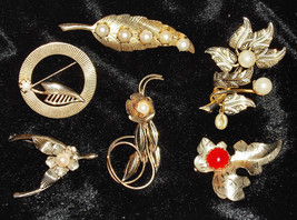 VTG Lot of Faux Pearl Goldtone Brooch Pins ~ Including a Wishbone and a ... - $13.90