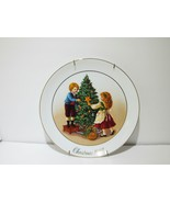Avon 1982 Second Edition Keeping the Christmas Tradition Plate w/ 22K Go... - $26.68