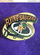 ON SALE 1998 Disneyland Tomorrowland Flying Saucers Attraction Series Pin Rare D - $27.16