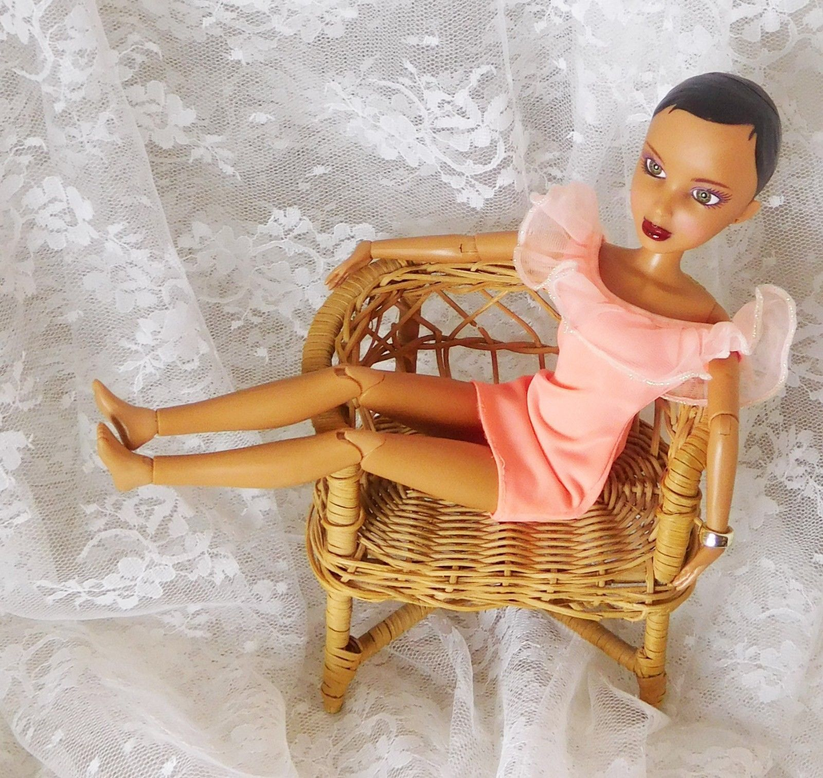 "Primary image for 2009 Spin Master Ltd LIV Doll 11 1/2"" with Dress #91026MPG - Fully Articulated"