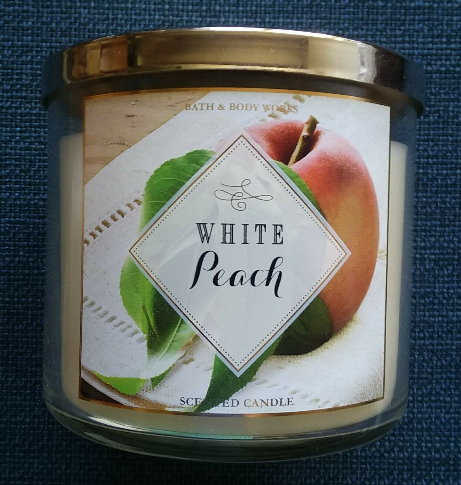 Bath and Body Works White Peach Scented Candle 3 Wick 14.5 Oz White Fruit