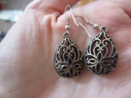 Vintage Delicate Filigree Silver Tone Wire Medallion Teardrop Pierced Ea... - $11.99