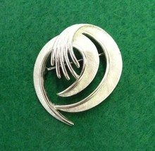 Vintage Trifari Silver Toned Brooch Pin Art Swirl Retro Signed Hand Fingers Old - $9.49