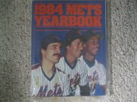 1984 OFFICIAL MLB BASEBALL NY METS YEARBOOK - Strawberry, Hernandez Vintage - $14.80