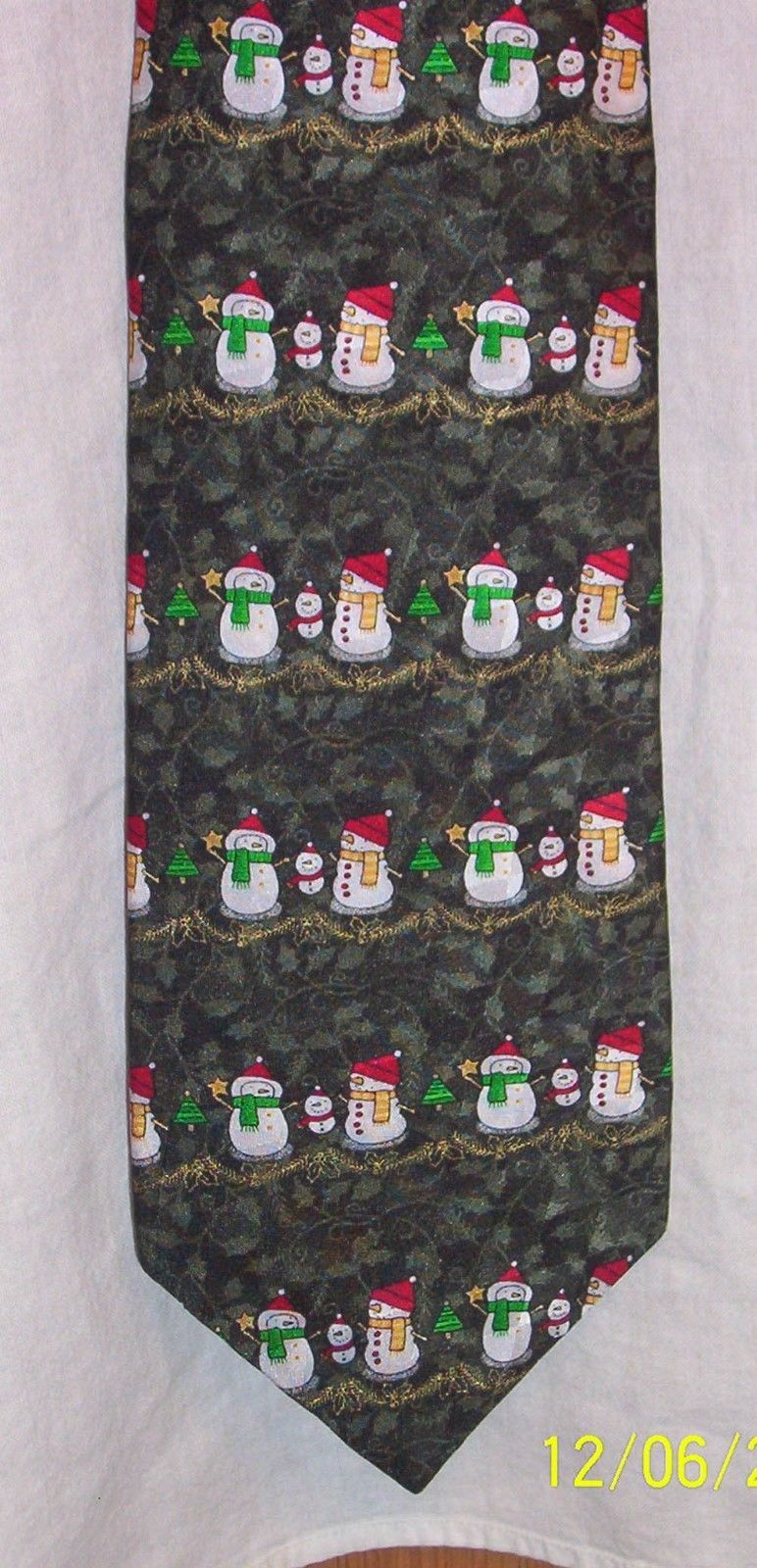 Hallmark Holiday Traditions all silk Tie  Snowman Family mom dad child