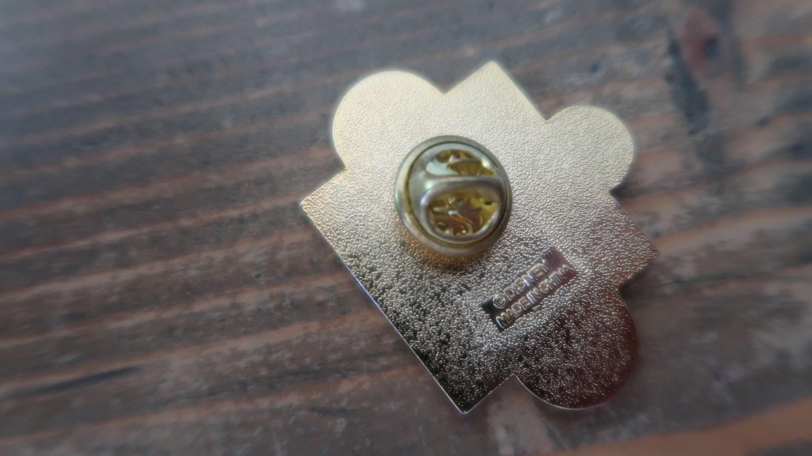 Vintage DISNEY Cinderella Pin 4 x 3.2 cm