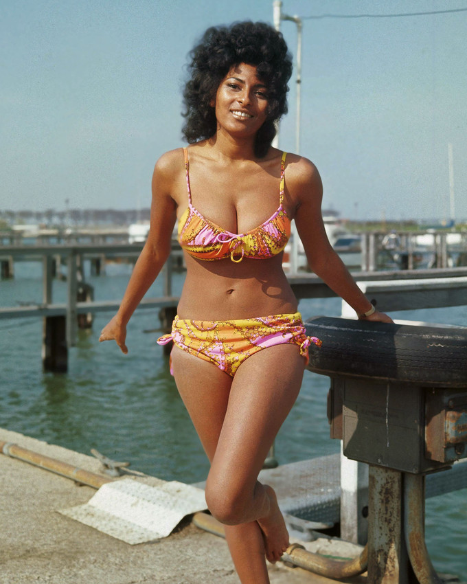 Primary image for Pam Grier Sexy busty pin up glamour pose barefoot bikini 1970's 16x20 Canvas