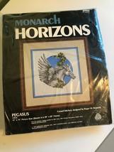 "Monarch Horizons "" Pegasus "" Crewel Punto Kit 14 x 14 Aperto Confezione - $13.51"