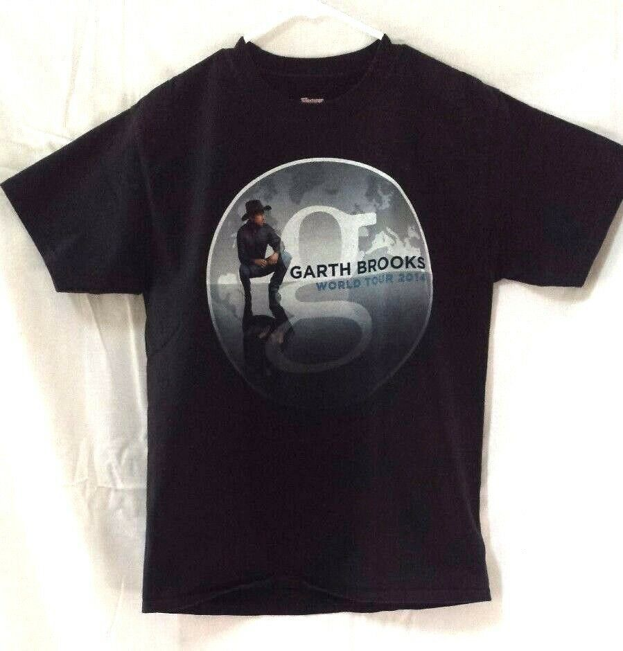 Primary image for Garth Brooks World Tour 2014 Concert t-shirt - Adult Medium