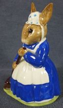 Royal Doulton Mrs Bunnykins Clean Sweep DB6 England Vintage Retired Earthenware image 5