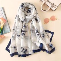 2018 luxury brand Women Silk scarf Beach Shawl and Echarpe Luxurious Wrap Design image 3