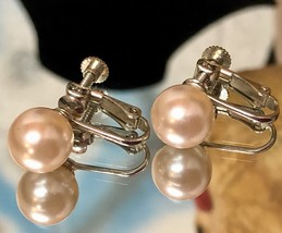 Vintage 1950s Faux Pearl Champagne Colored Screw Back Clip On Earrings EVC image 1