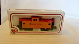 HO Scale Bachmann 35' Union Pacific Wide Vision Caboose, Yellow, #25743 BNOS - $22.28