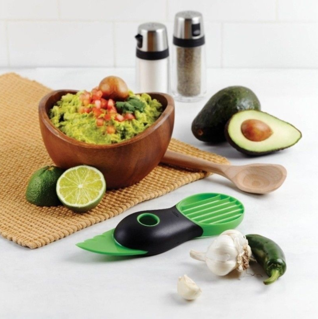 Kitchen Tool 3-in-1 Avocado Slicer Splits Fruit Pits Avacado Tools(color: green)