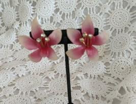 Ladies Gold Tone Pink Enamel Rhinestone Large Flower Clip On Earrings  - $2.90