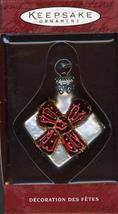 Hallmark Keepsake Ornament Li'l Gift - Red Bow 2000 QBG4341 - $8.91