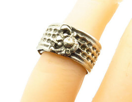 925 Sterling Silver - Vintage Hammered Sculpted Detail Band Ring Sz 5 - ... - $28.05