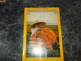 National Geographic Magazine October 1977 Wolf Survive - $2.99