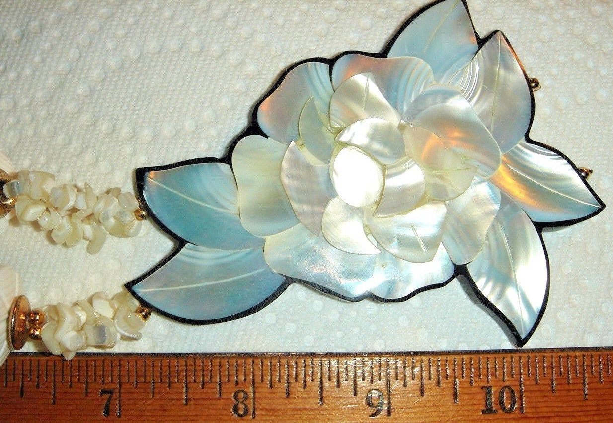 VTG INLAY MOTHER OF PEARL HUGE CARVED FLORAL FLOWER LUCITE NECKLACE EARRING SET