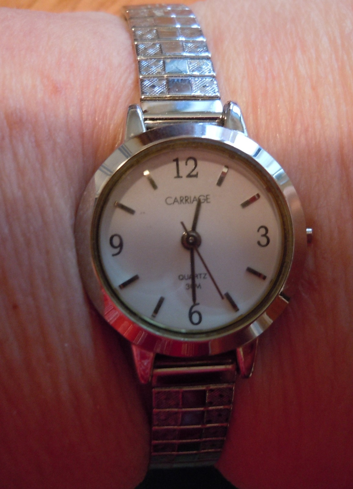 Vintage Carriage Womens Watch Quartz Gold Tone Stretch Band