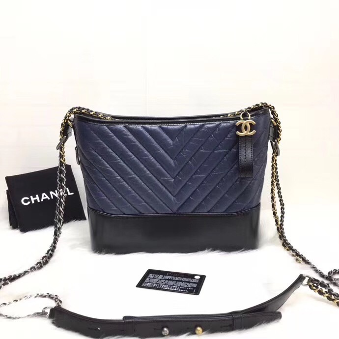 13d6de247ddc4c NEW AUTHENTIC CHANEL 2019 Navy Black Chevron Calfskin Medium ...