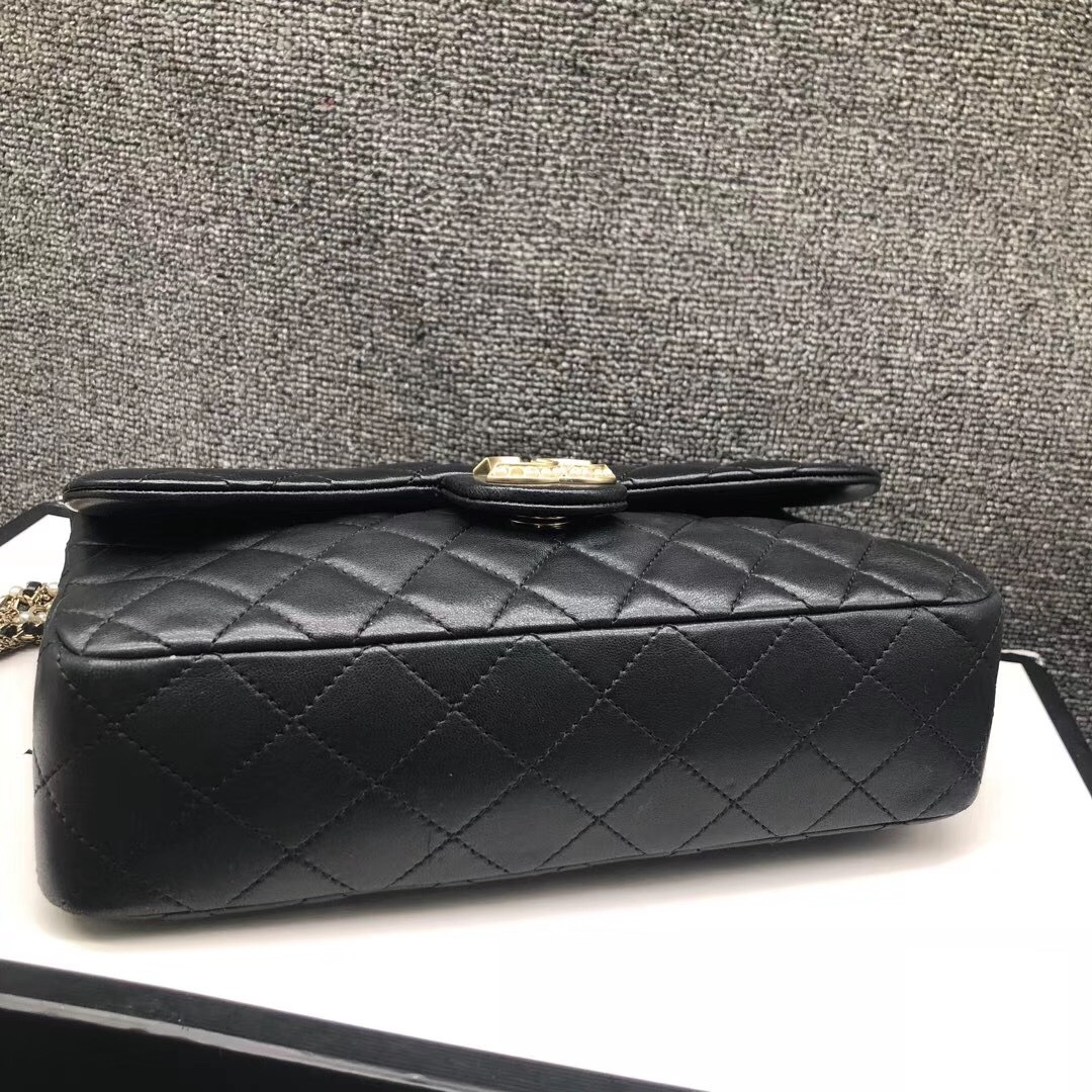 Auth Chanel Limited Ed Westminster Pearl Chain Quilted Lambskin Medium Flap bag image 6