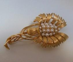 Vintage Signed Lisner Faux Pearl Flower Brooch - $32.66