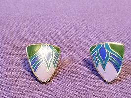 "LAUREL BURCH ""Egyptian Flower"" Gold-Tone Enamel Pierced EARRINGS - 3/4 inch - $25.00"