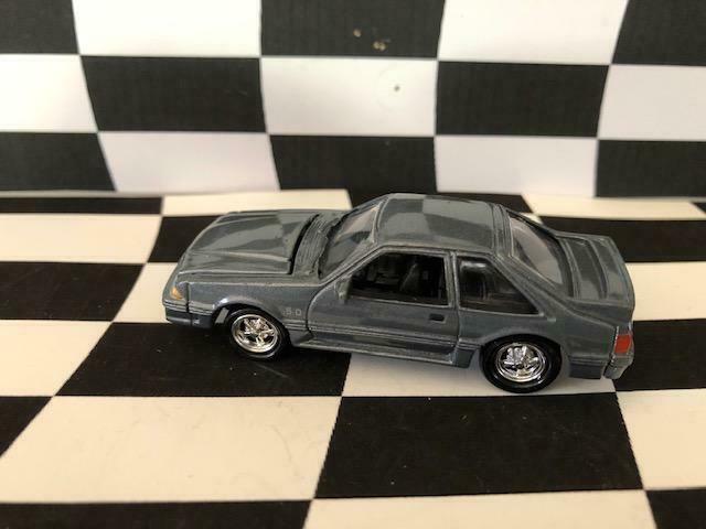 Johnny Lightning 1997 Mustang Classics #34 1987/88 Ford Mustang GT 5.0 20K LE