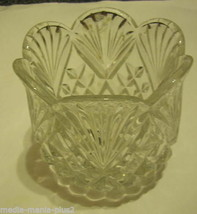 VINTAGE TULIP SHAPED GLASS CRYSTAL BOWL - $9.99
