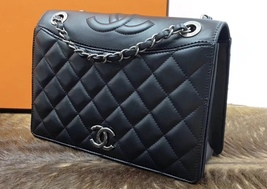 BRAND NEW AUTHENTIC CHANEL 2017 BLACK QUILTED LEATHER FLAP BAG   image 4