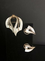 Vintage Gold and  Silver Tone JJ Signed Brooch Pin And Clip Earrings - $9.89