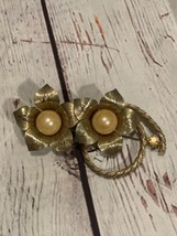 TARA Signed Rare! Vintage Gold Tone Flowers And Large Faux Pearla Brooch - $54.45