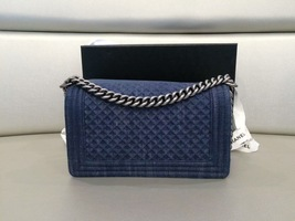 AUTH CHANEL LIMITED EDITION 2017 DENIM DIAMOND QUILTED MEDIUM BOY FLAP BAG NEW image 2
