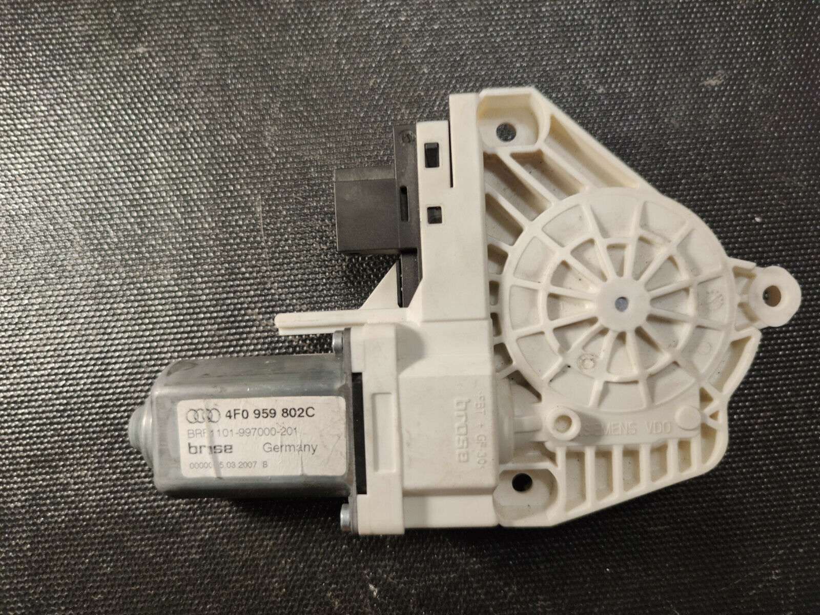 Primary image for AUDI A6 4F LHD WINDOW MOTOR REAR RIGHT OEM 4F0959802C
