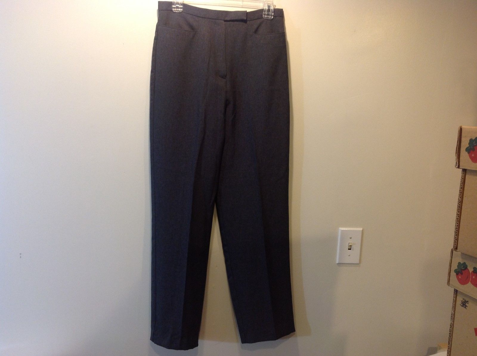 Larry Levine SPORT Ladies Grey Pants Sz 10