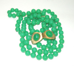 PRETTY VINTAGE GREEN GLASS GOLD TONE TONGUE CLASP DOUBLE STRAND NECKLACE - $50.00