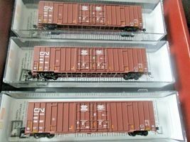 Micro-Trains # 99301870 Canadian National 60' High Cube Boxcar 3/Pack N-Scale image 3