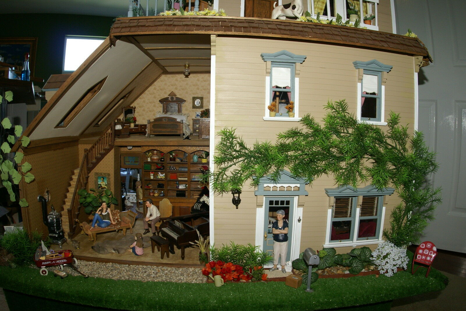 "1970 UNIQUE ARTIST BUILT COLLECTOR 1/12 DOLL HOUSE 5ftx4ftx32"" 14 rooms gardens"