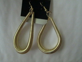 Ladies Fashion wire tear Drop Earrings Brand New - $5.00
