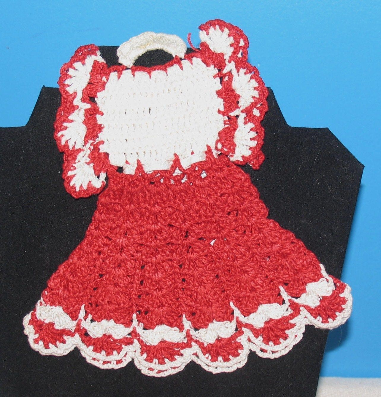 VINTAGE CROCHET COTTON DOILY BABY'S DRESS DECORATIVE WALL HANGING