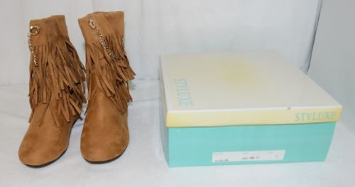 Styluxe Scream Tan Suede Girls 1 Fringe Boots With Chain Plus 3 Charms
